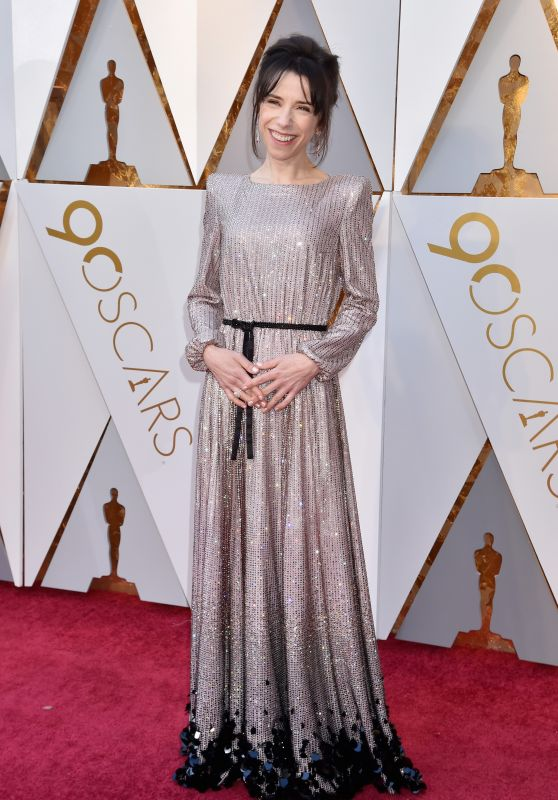 sally-hawkins-oscars-2018-red-carpet-9_thumbnail.jpg